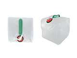 10-LITRE COLLAPSIBLE JERRY CAN | Foldable can with carrying handle and tap, made in translucent polyethylene. Suitable for storing and transporting up to 10 litres of water.