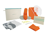 HOSPITEN OUTPATIENT KIT (FABRIC) | Personalised fabric case with cap, gown and slippers, disposable boxers, toothbrushes with toothpaste, shoehorn, bags for the patient's clothes and shoes, and outpatient information card.