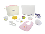GÉNÉRALE DE SANTÉ MATERNITY KIT FOR GIRLS (FABRIC) | Personalised fabric layette with sponge, brush and comb, dummy, keyring, mittens, bib, cap, formula dispenser and congratulations card. Presented in a personalised cardboard case.