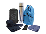 OVERNIGHT KIT (COMPLETE MODEL) | Duffel bag style rucksack with items to provide protection from the cold while sleeping: insulating mat, hat, scarf, gloves, socks, tracksuit and a sleeping bag.