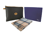 GÉNÉRALE DE SANTÉ 100% WOOL BLANKET IN CASE (LEATHERETTE) | Blanket in extra fine Australian sheep's wool presented in a leatherette case with engraved metal sheet. Delivered in personalised gift box.
